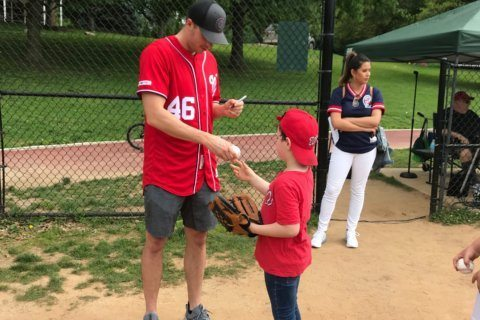 Nationals players connect with little leaguers