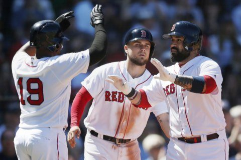 Leon's 3-run homer caps 8-run 3rd, Red Sox beat Mariners 9-5