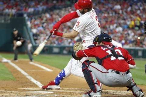 Suzuki, Robles homer in 8th to lead Nationals past Phillies