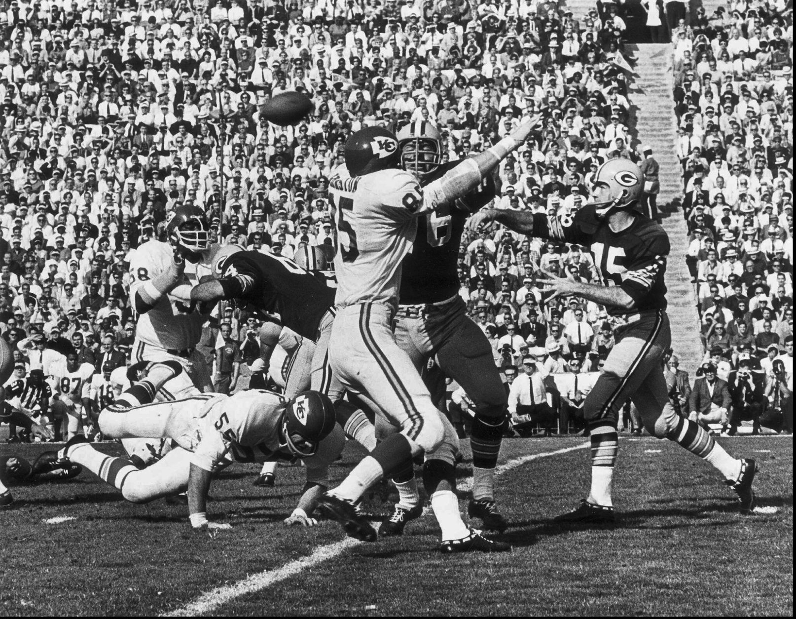 FILE - In this Jan. 16, 1967, file photo, Green Bay Packers quarterback Bart Starr, right, throws a pass during first quarter action during Super Bowl I against the Kansas City Chiefs, at the Los Angeles Coliseum. The Packers beat the Chiefs 35-10.  Starr, the Green Bay Packers quarterback and catalyst of Vince Lombardi's powerhouse teams of the 1960s, has died. He was 85. The Packers announced Sunday, May 26, 2019, that Starr had died, citing his family. He had been in failing health since suffering a serious stroke in 2014.  (AP Photo/Los Angeles Times)/Los Angeles Times via AP)