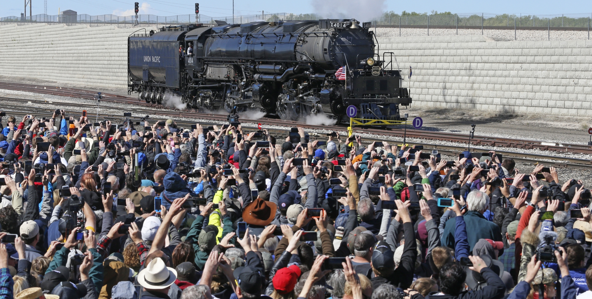 The Latest: Locomotives Thrill Crowd At Utah Railroad