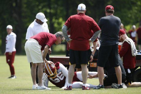 Foster suffers serious leg injury, QB competition begins at Redskins OTAs
