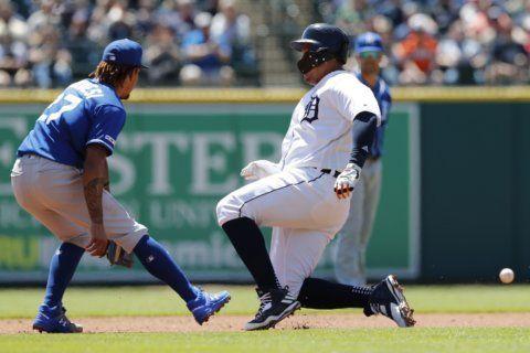Dixon hits 3-run HR in 10th, Tigers beat Royals 5-2