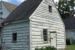 Exterior of the Bayly Cabin with the Caile-Bayly House visible in the background. (Courtesy Dorchester County)