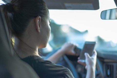 Most parents text and drive, but millennial parents have even riskier habits: Study