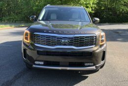 The Kia Telluride's big grill and cool LED lighting are attention-grabbing. (WTOP/Mike Parris)