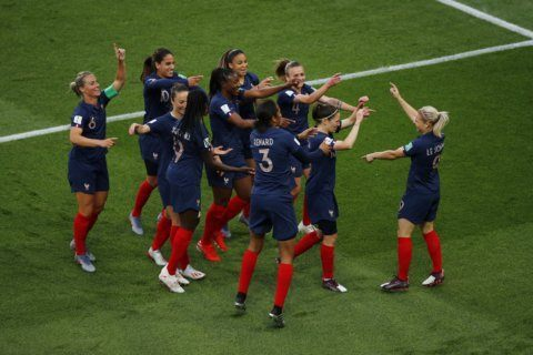 France wins start amid World Cup cash, visibility issues