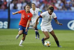 United States' Jessica Mcdonald, right, vies for the ball with Chile's Yessenia Huenteo during the Women's World Cup Group F soccer match between United States and Chile at Parc des Princes in Paris, France, Sunday, June 16, 2019. (AP Photo/Alessandra Tarantino)