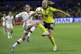 United States' Mallory Pugh, left, and Sweden's Fridolina Rolfo battle for the gal during the Women's World Cup Group F soccer match between Sweden and the United States at Stade Océane, in Le Havre, France, Thursday, June 20, 2019. (AP Photo/Alessandra Tarantino)