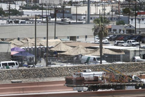 Migrants complain of poor conditions at US holding centers