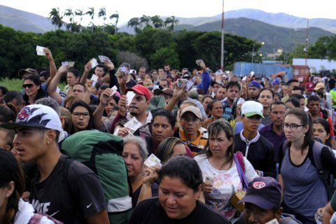 Thousands pour into Colombia as Venezuela reopens border