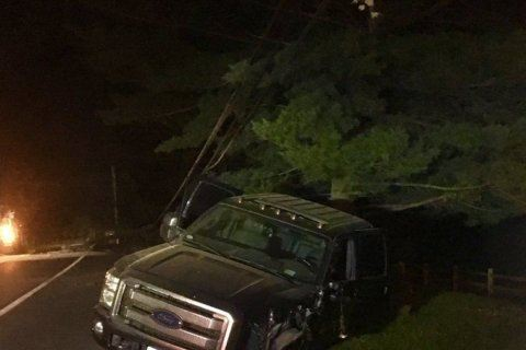 3 injured after truck crashes into utility pole in Montgomery Co.