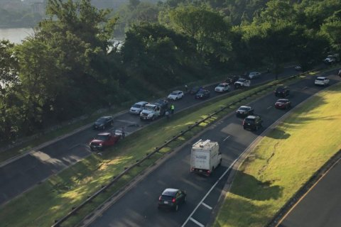 Overturned truck leads to morning backup on GW Parkway