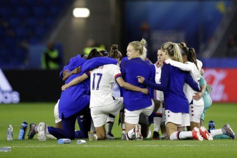 US Soccer, women's team tentatively agree to mediate lawsuit