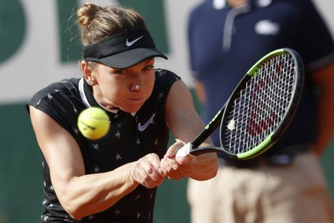 The Latest: Thiem reaches French Open semifinals