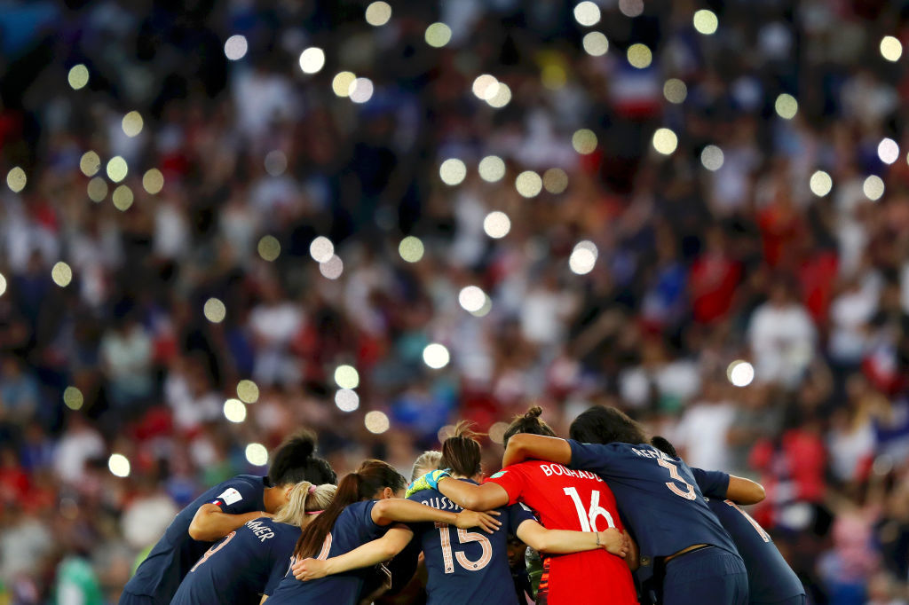 PARIS, FRANCE - JUNE 28:  Players of France huddle on the pitch prior to the second half during the 2019 FIFA Women's World Cup France Quarter Final match between France and USA at Parc des Princes on June 28, 2019 in Paris, France. (Photo by Richard Heathcote/Getty Images)