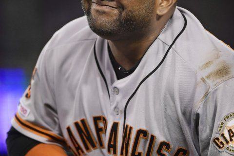 Giants' Sandoval leaves game after hand stepped on