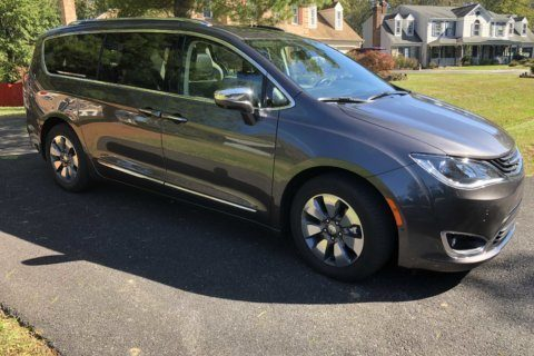 Car Review: Chrysler offers a minivan that plugs in for some gas-free driving