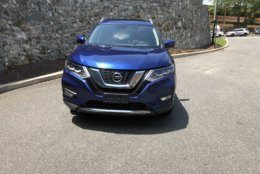The Caspian Blue is a great color on this Nissan: It looks rich. (WTOP/Mike Parris)