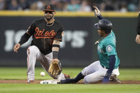 Mariners win 10-9, hand Orioles 10th straight loss