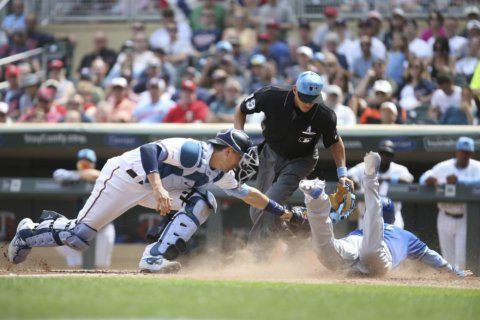 Maldonado wears Father's Day tie, leads Royals over Twins