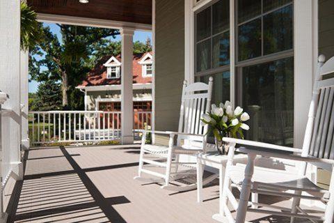 Video captures man returning stolen deck chairs
