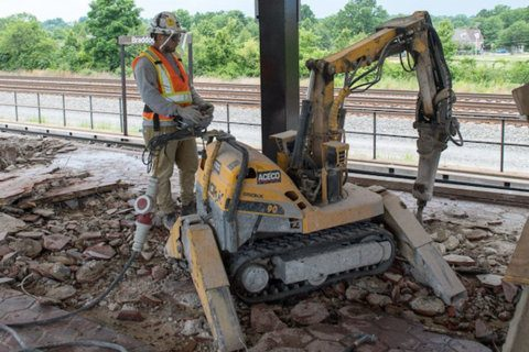 Who has oversight of Metro shutdown construction?