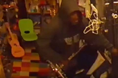 Reprise hits sour note: Man charged with stealing same saxophone twice
