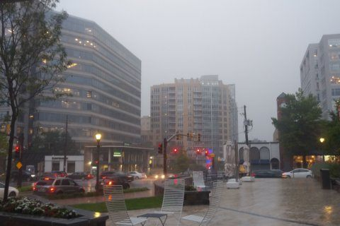 Storms batter DC area amid heat advisory