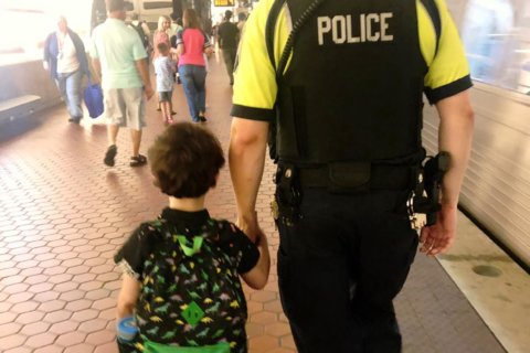 Metro Transit police officer's help inspires a Facebook post that goes viral
