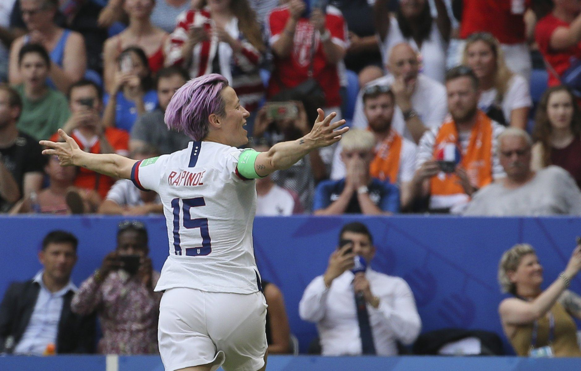 United States' Megan Rapinoe celebrates after scoring her side's opening goal during the Women's World Cup final soccer match between US and The Netherlands at the Stade de Lyon in Decines, outside Lyon, France, Sunday, July 7, 2019. (AP Photo/David Vincent)