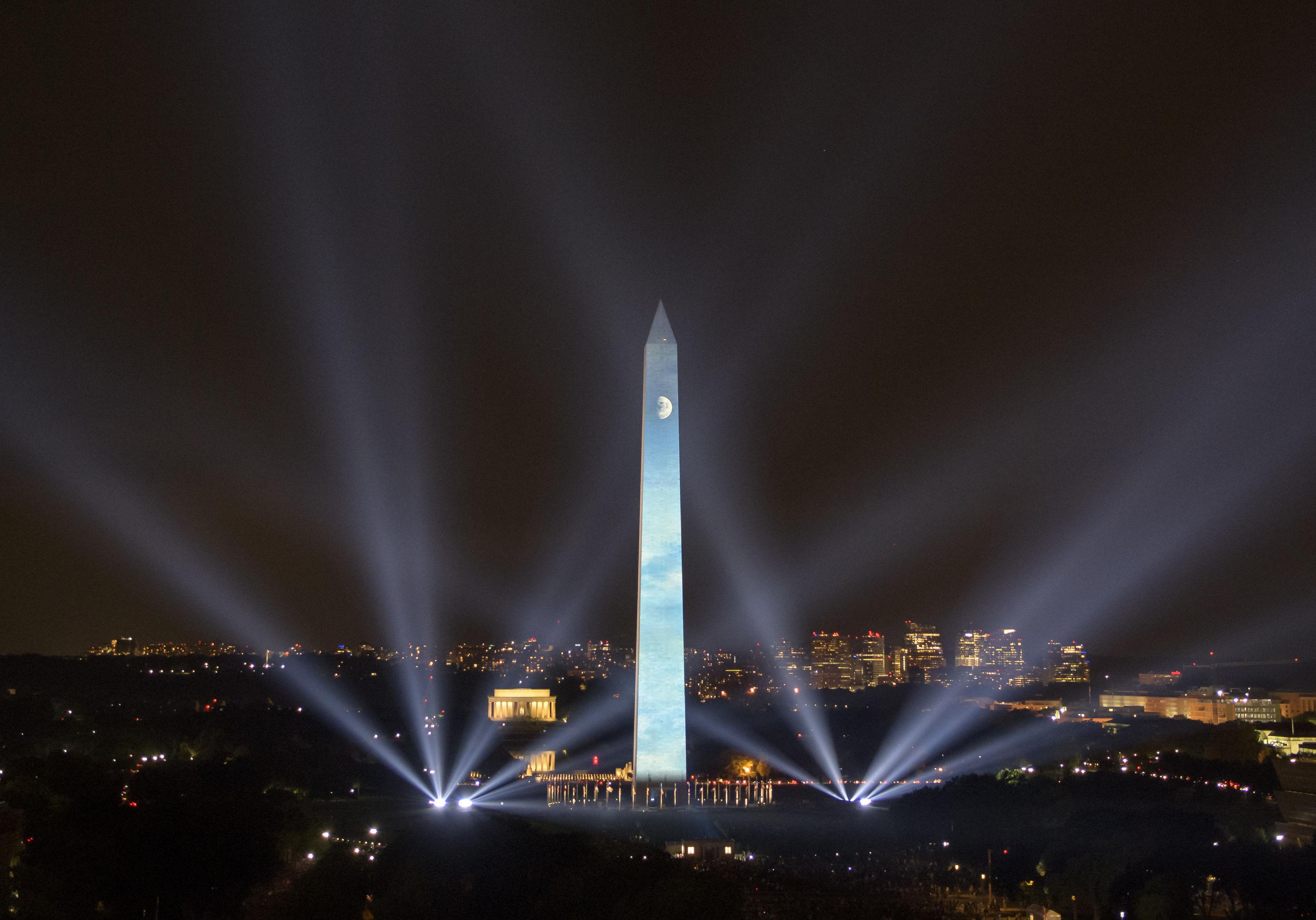 динамичное наружное освещение архитектурных объектов с помощью прожекторов