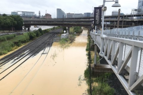 Water main break causes widespread flooding in Baltimore