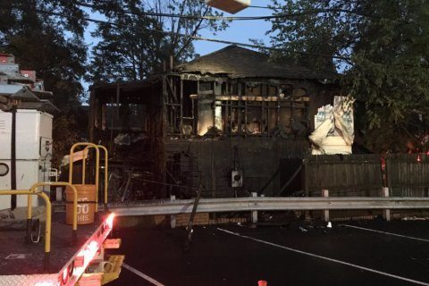 Man seriously injured after Arlington house fire