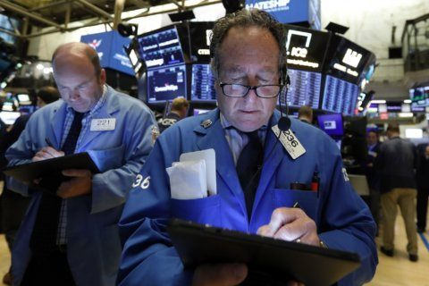 Indexes sink; Netflix miss pulls down communications stocks