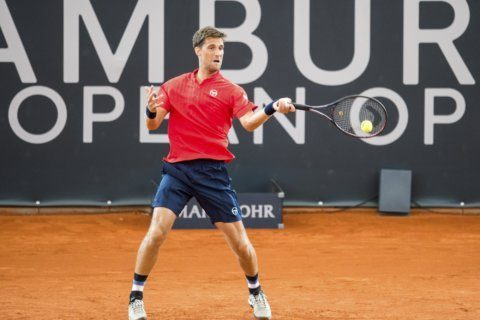 Chardy beats Paire in all-French battle in Hamburg