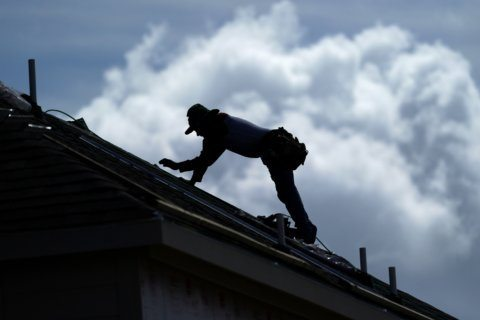 Heat wave forecast prompts Chicago public housing checks