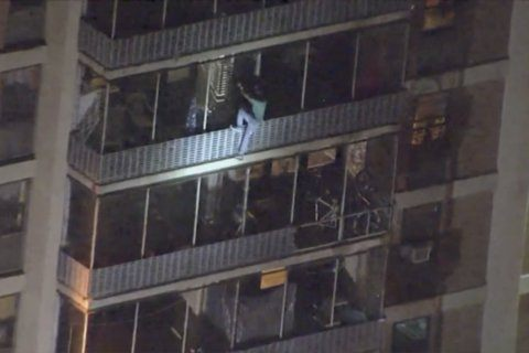 Man scales down Philadelphia high-rise to escape smoky fire