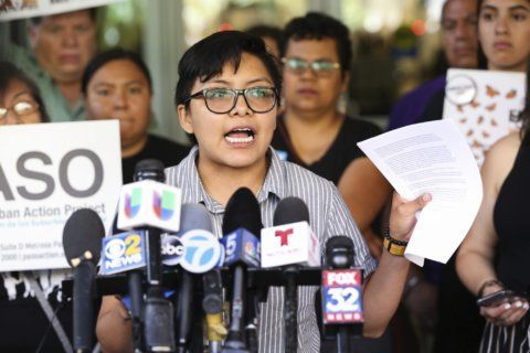 Ahead of ICE raids, police address DC's immigrant community — in 8
