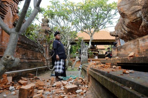 Quake shakes some Indonesian islands, damages temple in Bali
