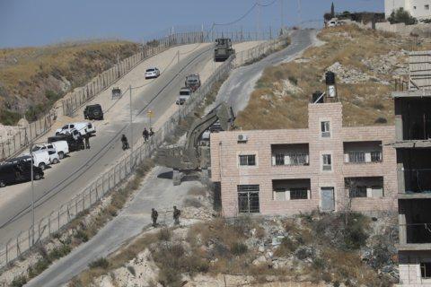 Israeli crews demolish Palestinian homes in east Jerusalem