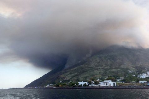 Survivor on Stromboli dodged falling volcanic material