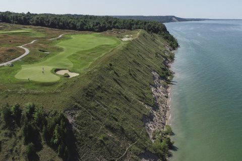 Hundreds of balls found in Lake Michigan from golf course