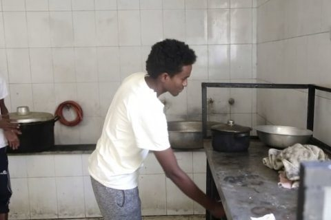 Migrants in Libya detention center detail dire conditions