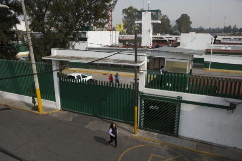 Bedbugs, bad food at Mexico migrant detention center