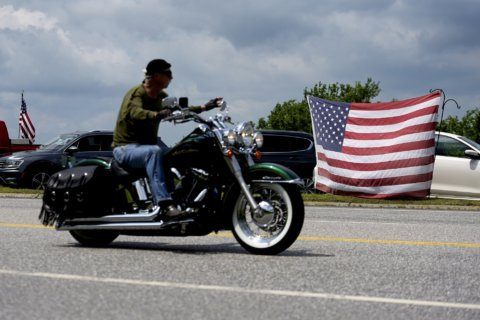 Thousands of motorcyclists ride in honor of 7 bikers killed in New Hampshire