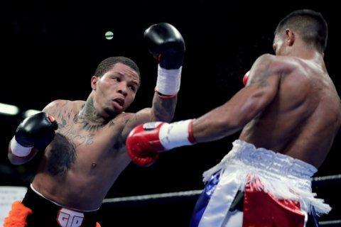 Davis stops Nunez in 2nd to retain WBA title