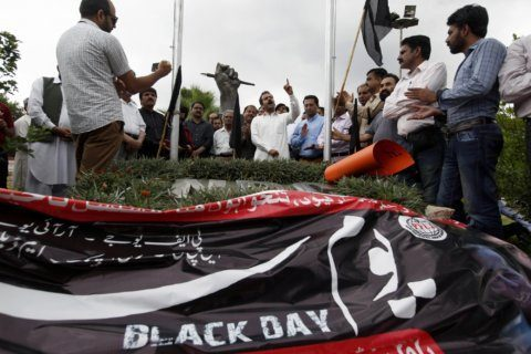 Pakistani journalists hold protests to denounce censorship
