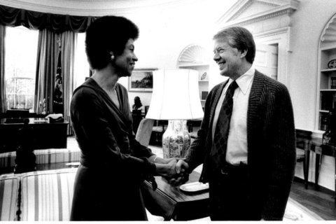 Jimmy Carter shakes hands with Eleanor Holmes Norton in 1977