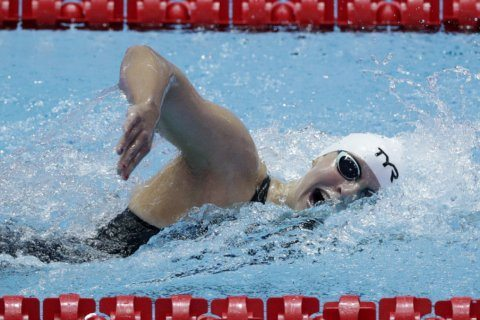 US' Ledecky, China's Sun easily advance at world swim meet